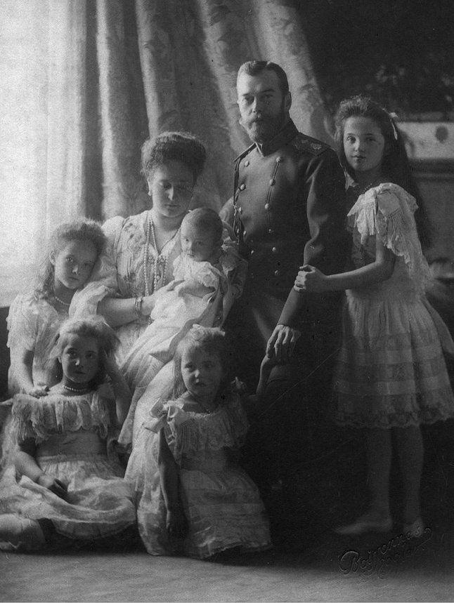 Olga, Tatiana, Maria, Anastasia, Alexis Romanov et leurs parents