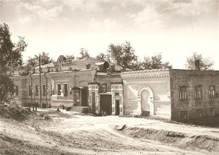 L'emprisonnement à Ekaterinbourg du tsar Nicolas II Romanov et sa famille.