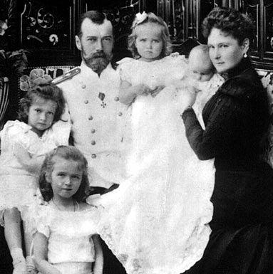 Olga, Tatiana, Maria, Anastasia Romanov et leurs parents