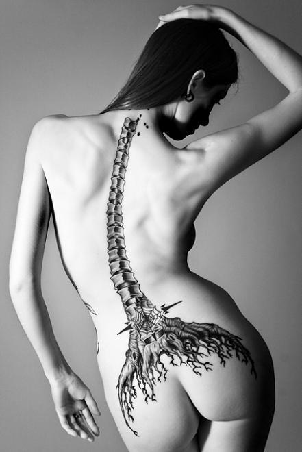modele tatouage femme. Motif Tatouage Tres Fin Dans La Nuque Pour Femme. Tatouage Femme